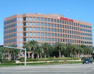 Headquarters Burger King. Big companies can operate on a large scale. Het hoofdkantoor van Burger King. Grote bedrijven kunnen op veel grotere schaal opereren. Schaalvoordeel.