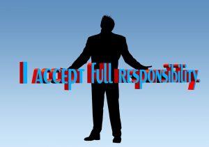 """A man standing straight up with his arms open. He is saying the sentence: """"I accept full responsibility"""". Een man staat rechtop met zijn armen open. Hij zegt: """"Ik accepteer volledige verantwoordelijkheid""""."""