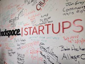 Startups written on a schoolboard. Startups geschreven op een schoolbord.