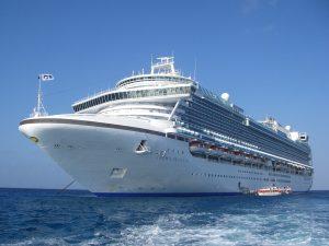 Cruise ship. Crown Princess. Blockchain applications make the registration of ships, planes and a lot of other things much easier . Blockchaintoepassingen maken het veel eenvoudiger om schepen, vliegtuigen en vele andere dingen te registeren.