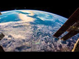 The Earth from the international space station. What will singularity mean for our planet? De Aarde vanaf het internationale ruimtestation. Welke invloed zal singulariteit heben op onze Aarde?