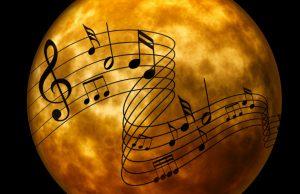 Musical notes. Planet Mars in de background. Blockchain applications can change the music industry. Muzieknoten. Planeet Mars op de achtergrond. Blockchaintoepassingen kunnen de muziekindustrie gaan veranderen.