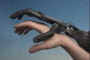 Robotics. A human hand and the hand of a robot. During the World Economic Forum there is a lot of debate on robotics. Robotica. Een menselijke hand en een robothand. Tijdens het World Economic Forum wordt ook veel gesproken over de ontwikkelingen op het gebied van robotica.