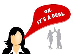 """A woman with a dialogue balloon with the text: """"Ok, it's a deal"""". In the background two people doing a high five. Een dame met een tekstballon met de tekst: """"Oke, we hebben een overeenkomst"""" in het Engels. Op de achtergrond doen twee mensen handjeklap."""