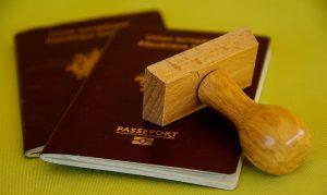 Paspoort. Identificatie en slimme contracten.