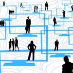 Silhouetten van zakenmensen in een netwerk. Ze sluiten contracten af binnen een blockchain netwerk. De cryptocurrency van het Ethereum Platform is Ether.