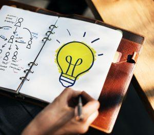 Lamp, notitieboekje, idee