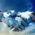 Handen schudden. Ethereum overeenkomsten op wereldwijde schaal. Smart contracts, cryptocurrency and Ether.
