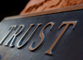Hoe kan gedistribueerd vertrouwen zorgen voor een stabiele economie?