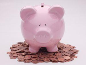 Een roze spaarvarken. Banken en sparen.