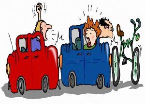 Two cars and a bicycle in a collision. The importance of insurance. Twee auto's en een fiets hebben een aanrijding. Het belang van verzekeren.
