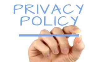 Privacy policy is written on a mirror. Privacybeleid in het Engels geschreven op een spiegel.