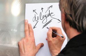 Delegate, man, schrijven, pen