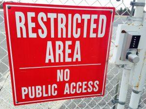 Restricted area, no public acces. Verboden gebied, geen publieke toegang.