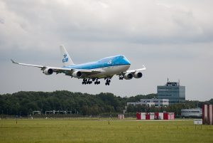 Landingsbaan Schiphol, KLM toestel.