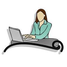 Vrouw achter laptop.