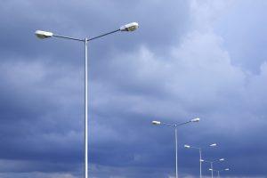 Straatverlichting, lichtmasten, lantaarnpalen.