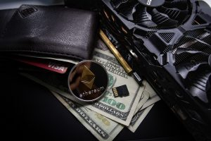 Leren portemonnee, Ethereum, dollars, mining hardware.