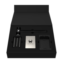 De Cryptotag recovery seed in een zwarte open doos.