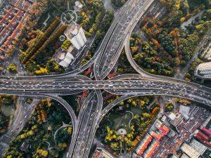 Verkeersknooppunt vanuit de lucht, distributie van verkeersdata, Streamr