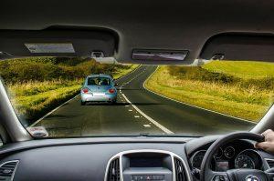 Dashboard van een auto, verkeersdata, snelweg