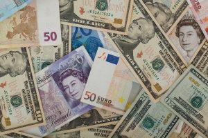 Valuta, bankbiljetten, euro's, dollars, ponden