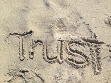 Waarom noemt men de blockchain een trustmachine?